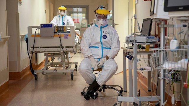 Vietu trūkums intensīvajā terapijā arvien reālāks – ārstiem var nākties šķirot pacientus