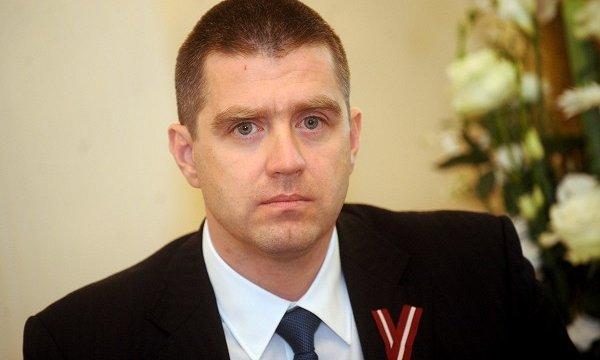 Politologs Rajevskis: Visticamāk, politisku iemeslu dēļ Pavļuts nedemisionēs