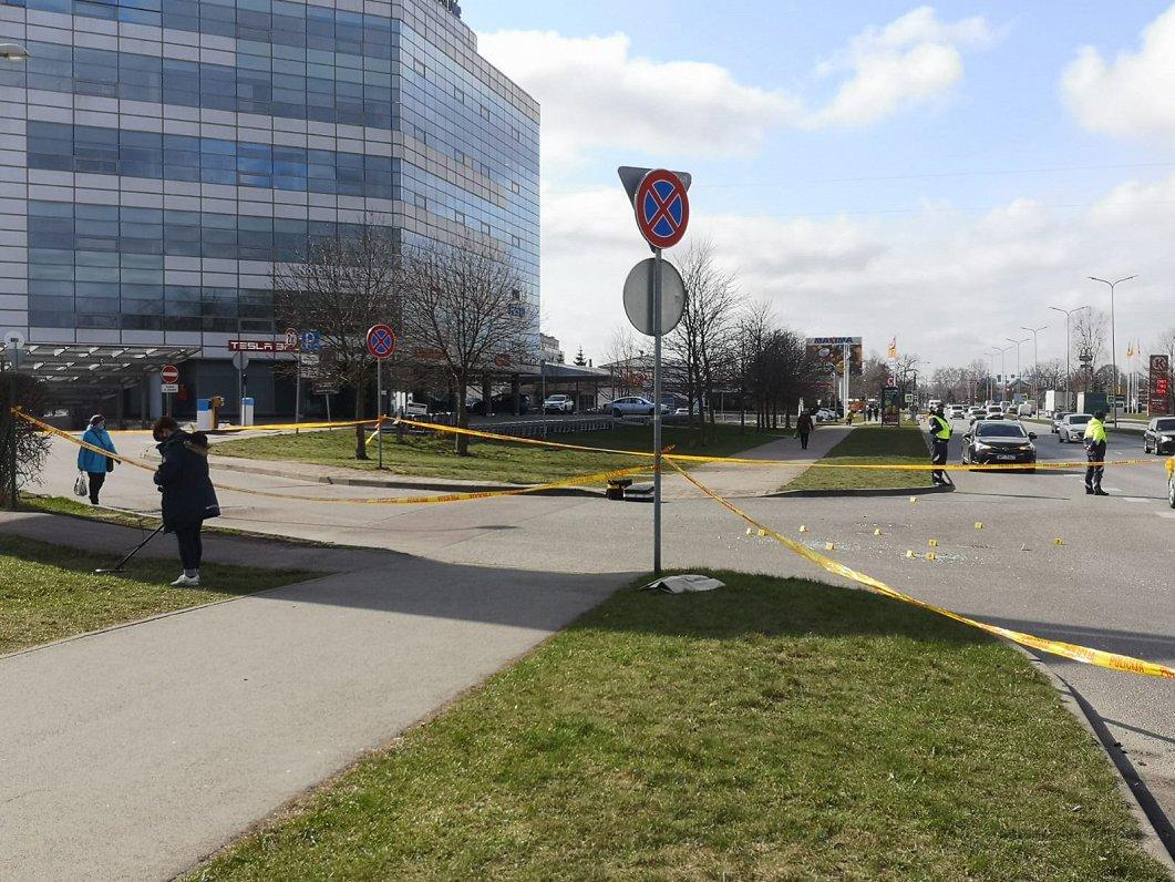 Убийцы скрылись на BMW с российскими номерами — глава МВД о расстреле в Пурвциемсе