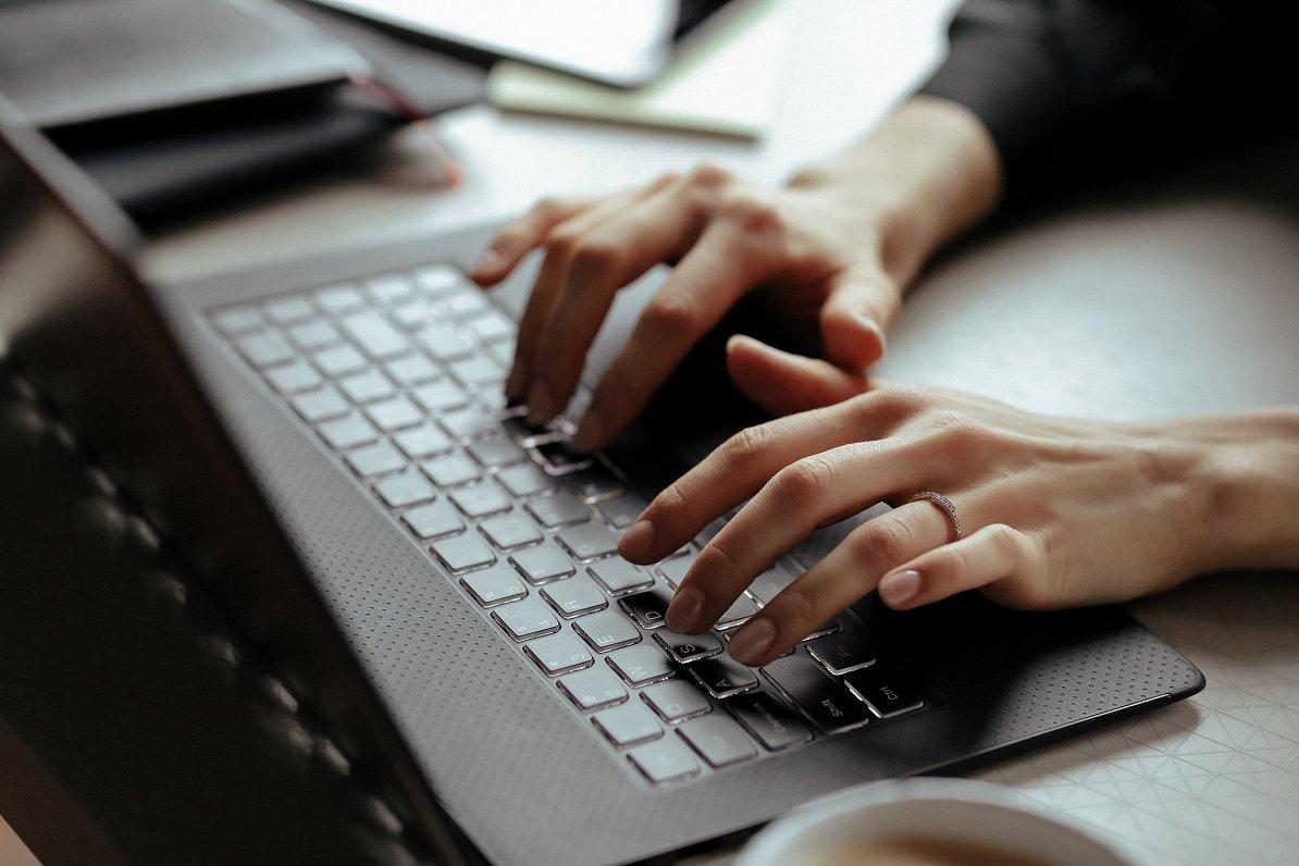 Skaitļi un fakti: Attālinātā darba iespēju izmantošanā par klupšanas akmeni var kļūt uzņēmumu gatavība ieguldīt IT