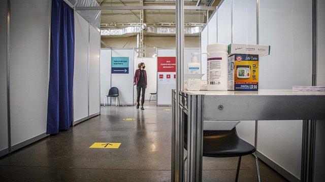 FOTO: Rīgas Centrāltirgū atklāts masu vakcinēšanas centrs