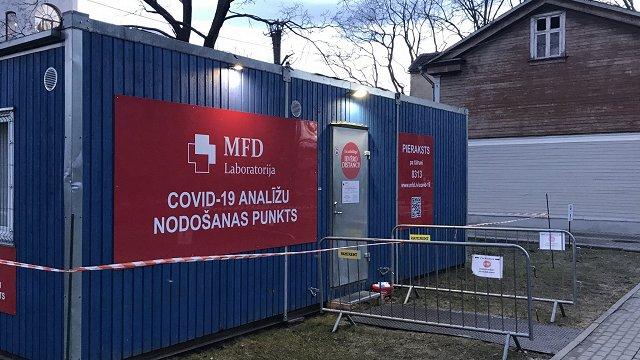 Latvijā atklāj vēl 887 Covid-19 gadījumus; miris 21 slimnieks