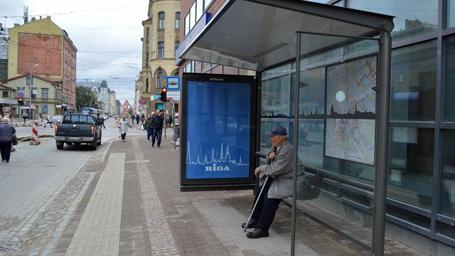 Rīga bus stops lose roofs; replacement yet to be bought