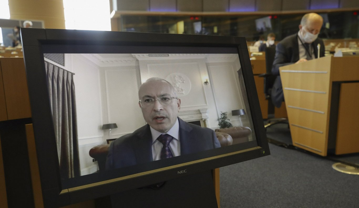 Krievijas opozicionārs Hodorkovskis atklāj Kremļa ietekmes aģentus Eiropā un Latvijā