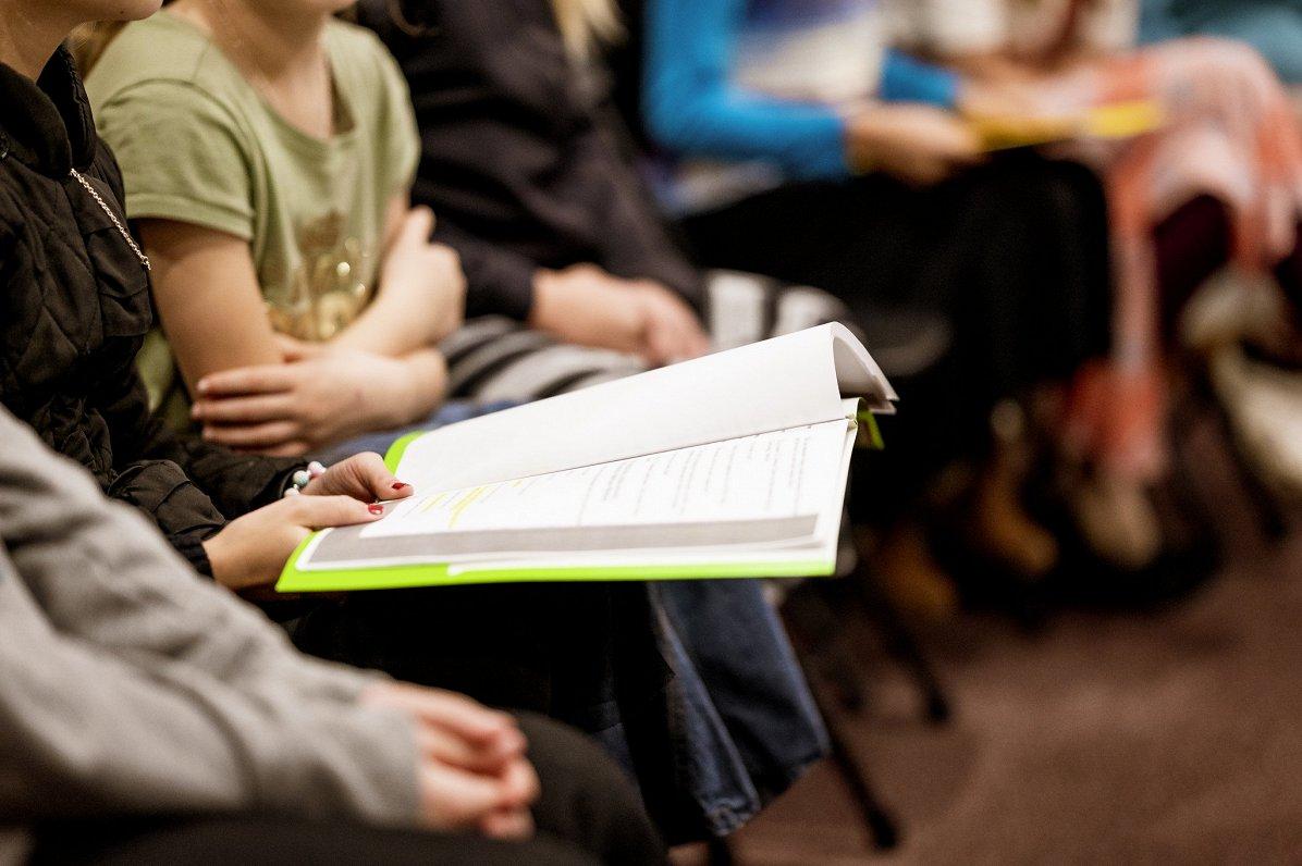 Ребенку с дислексией должны помогать и школа, и семья — специалисты