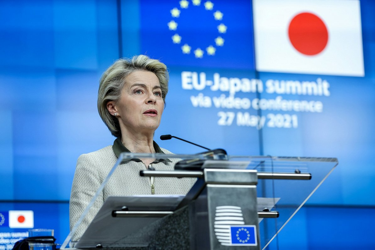 ES notikumu TOP3: lidmašīnas sagrābšana Baltkrievijā, dezinformācijas kodekss un «zaļā alianse» ar Japānu