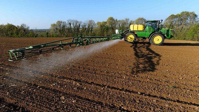 Latvijā audzis izmantoto pesticīdu daudzums. Ko tas nozīmē?