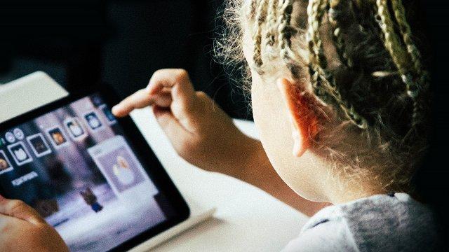 Ekrānu maigā vara – no bērna dzimšanas līdz pieaugšanai