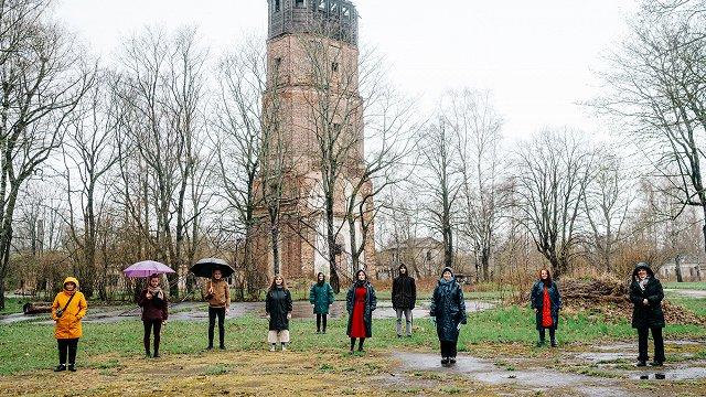 Šonedēļ kultūrā: izrāde Daugavgrīvā, ceriņi Dobelē un Strunkes monogrāfija