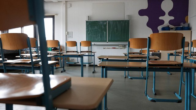 Ar Covid-19 inficējas arvien vairāk pedagogu un skolēnu