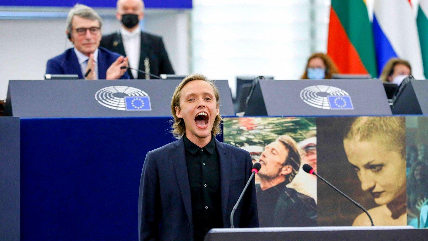 Европарламент раздал призы за лучшие фильмы — о коррупции, уголовнике и выпивохах