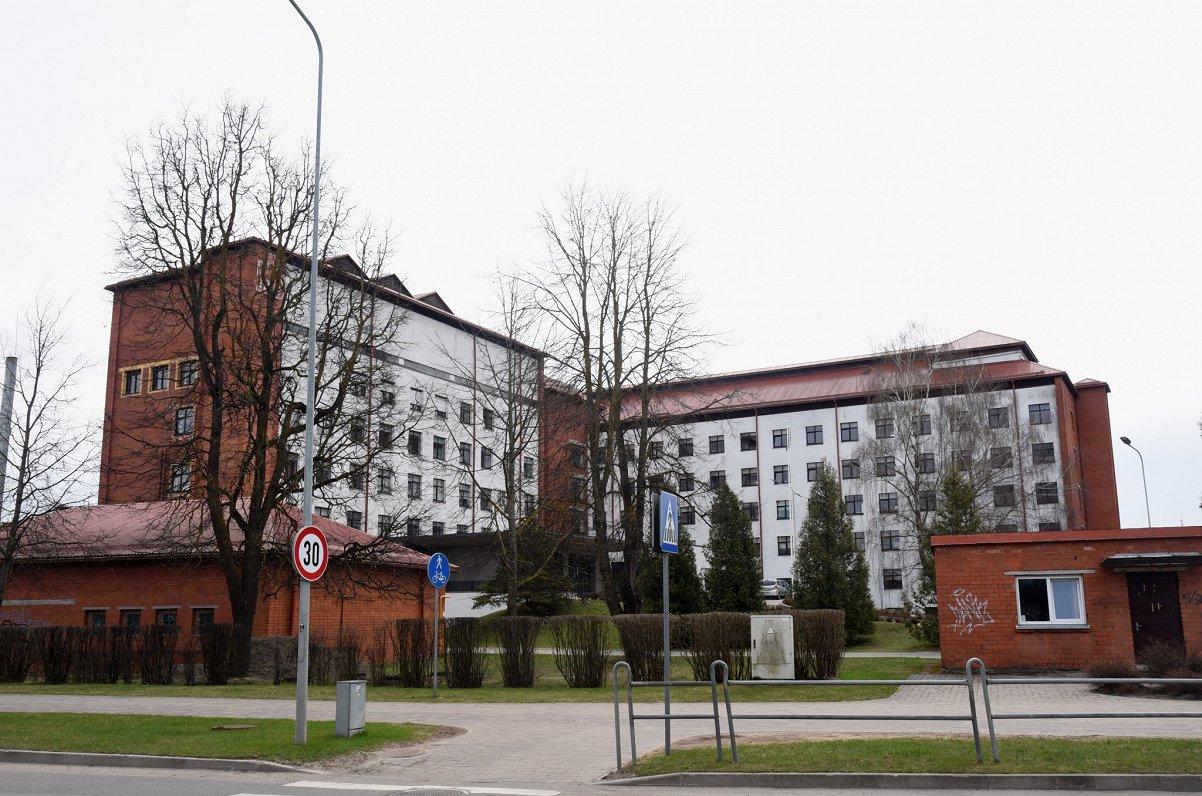 Jelgavas slimnīca uz laiku slēdz diennakts bērnu nodaļu