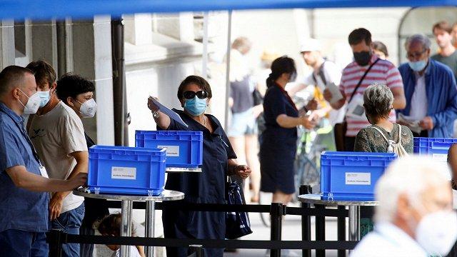 Aptaujas: Šveicieši referendumā noraidījuši pesticīdu aizliegumu