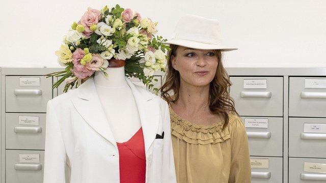 Dziedātāja Marija Naumova leģendāro Eirovīzijas kleitu dāvina Nacionālajam vēstures muzejam