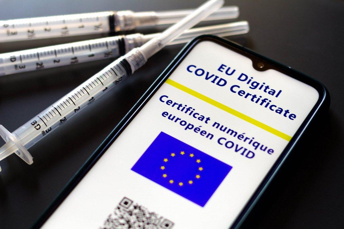 ES notikumu TOP3: 500 miljoni vakcīnu devu, klimatneitrālitāte un Polijas tieslietas