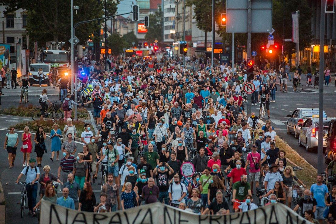Slovēnijā aktīvisti satraukti par autoritārismu un korupciju valstī