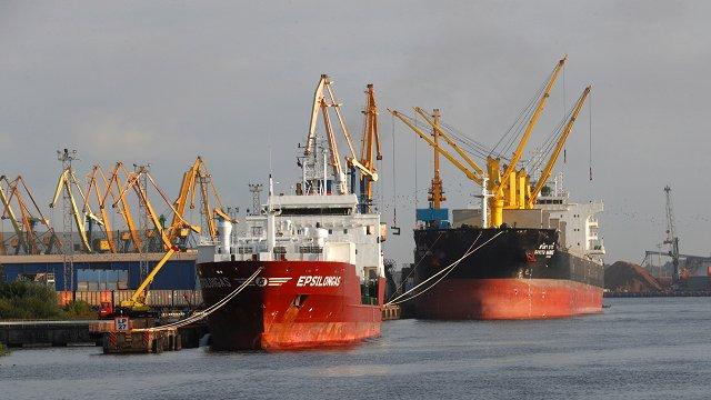 Rīgas ostā pārkrauto kravu apmērs pirmajā pusgadā sarucis par 14,5%