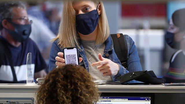 Internetā aktivizējušies Covid-19 vakcinācijas sertifikātu viltotāji un krāpnieki