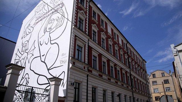 Bērnu tiesību aizsargi aicina ņemt vērā Brektes murāļa ietekmi uz bērniem un skaidrot mākslu