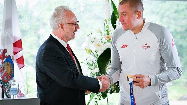 Valsts prezidents Levits olimpiešu sveikšanā: Sportistu sasniegumi vieno sabiedrību