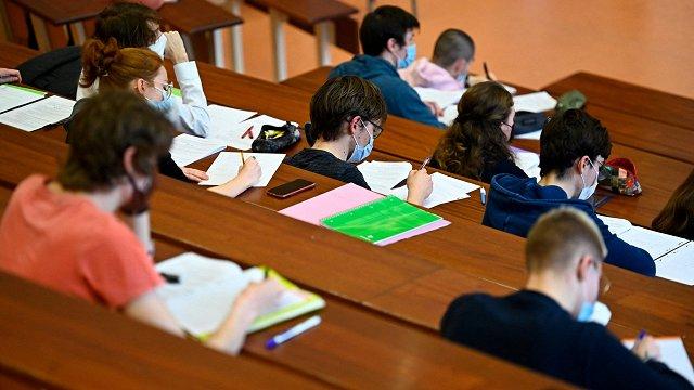 Studentu stipendijas līdz gada beigām palielinās no 99,6 eiro līdz 200 eiro