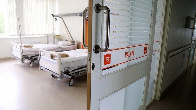Pagājušajā nedēļā slimnīcas bija aizņemti vidēji 53% Covid-19 pacientiem atvēlēto gultu