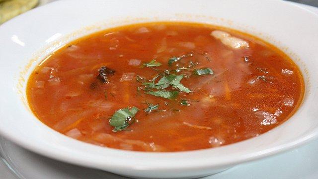 Miežu grūbu zupa ar tomātu sulu «Īsto latvju saimnieču» gaumē