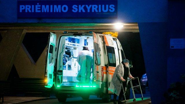 Lietuvā diennakts laikā ar Covid-19 miruši 18 cilvēki, nāksies lemt par ierobežojumu atjaunošanu