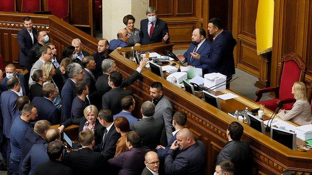Ukrainā pieņemts «oligarhu likums»