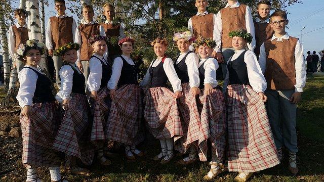 Gandrīz apraudājāmies – Jaunpiebalgas deju kolektīva «Piebaldzēni» vadītāja novērtē vecāku atbalstu #dziedundejo2021 norisēs
