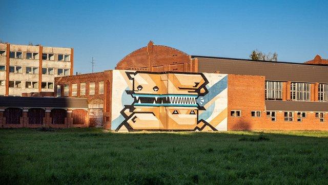 FOTO: Ielu mākslinieks Kiwie Virķēnos radījis Gustavam Klucim veltītu mākslas darbu