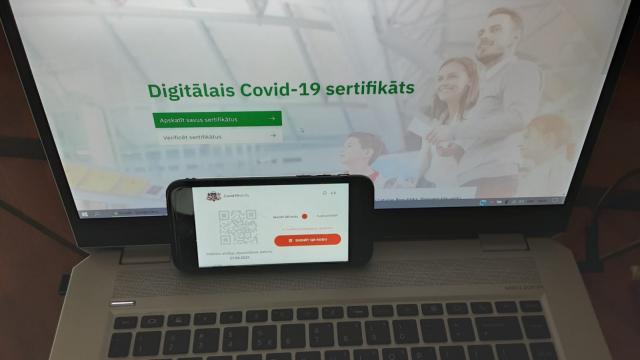Latvijā vēl neplāno noteikt Covid-19 vakcinācijas sertifikāta derīguma termiņu (precizēts)