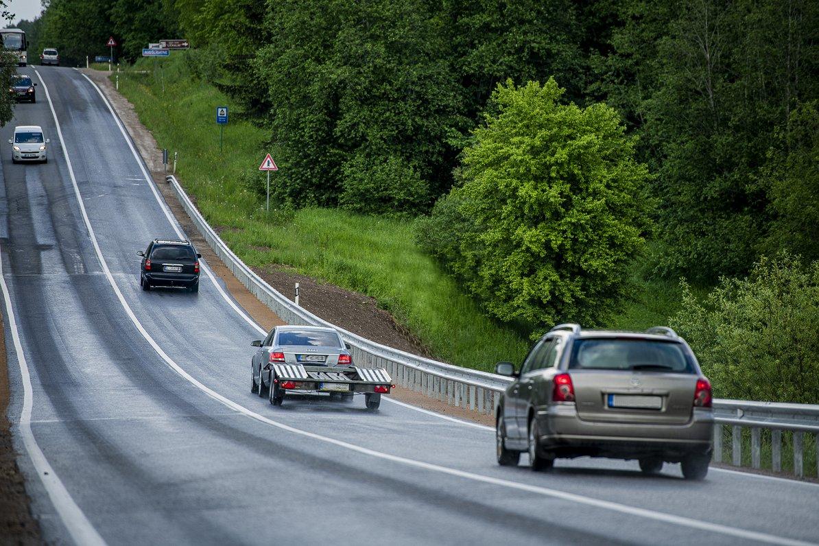 Pēc 8. oktobra uz autoceļiem Latvijā nedrīkst braukt ātrāk par 90 km/h