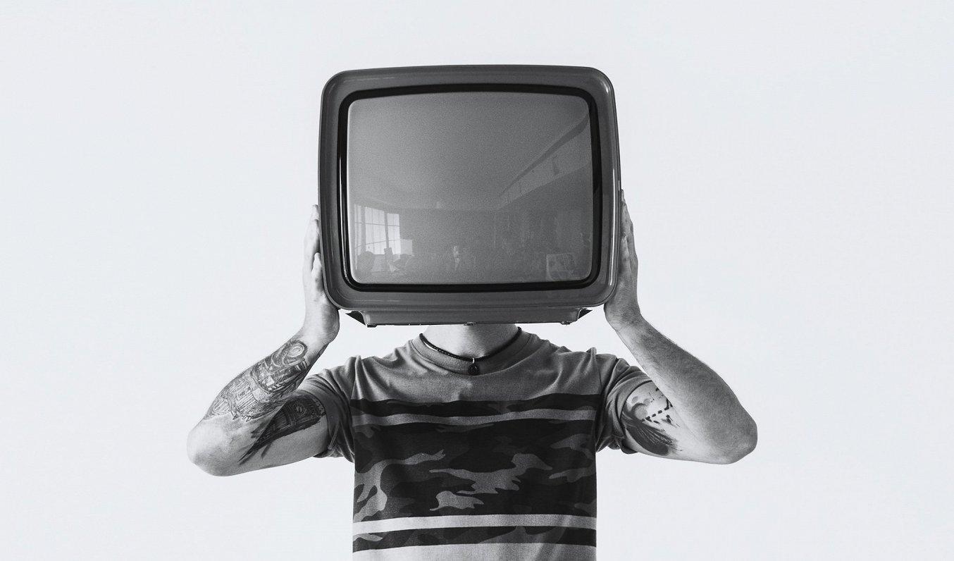 Pieķer TV programmu nelegālus izplatītājus Jelgavas novadā; darbojās datorsalona aizsegā