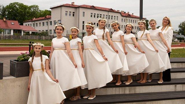 Rēzeknes ansambļa «Noskaņa» dziedātājas #dziedundejo2021 norisēs saskata gan plusus, gan mīnusus