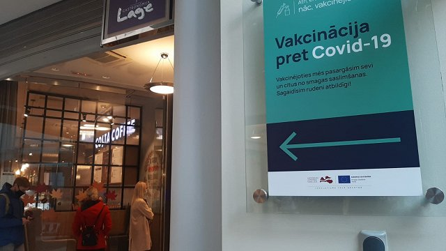 Tirdzniecības centros potēšanās pret Covid-19 būs pēc pieraksta; durvis vērs 16 jauni vakcinācijas centri