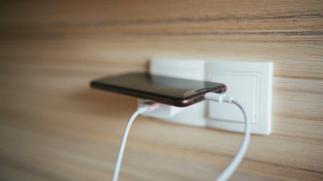 Taupām elektrību! Ko atstāt rozetē, ko – raut ārā?