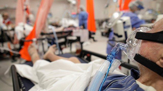 Rumānijā slimnīcas pārslogotas Covid-19 dēļ, nepotētajiem būs komandantstunda