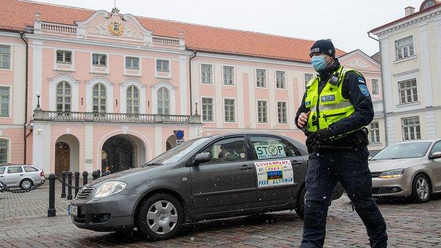 Igaunijā ielās iziet Covid-19 ierobežojumu un vakcinācijas pretinieki