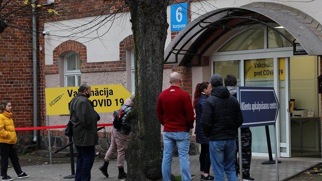 Vakcinēšanās pret Covid-19 temps Latvijā šonedēļ turas virs 10 000 potēm dienā